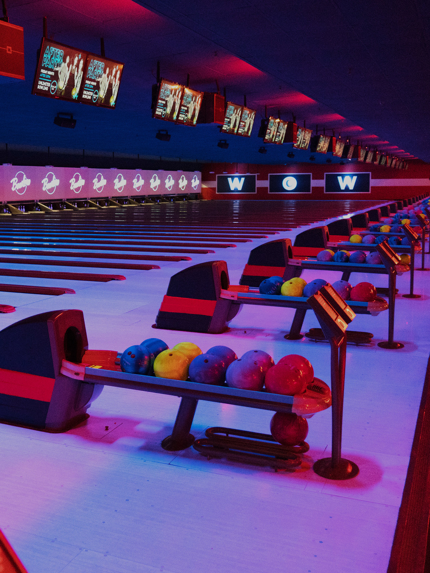 bowling alley bumper cars in naperville bowlero. Black Bedroom Furniture Sets. Home Design Ideas