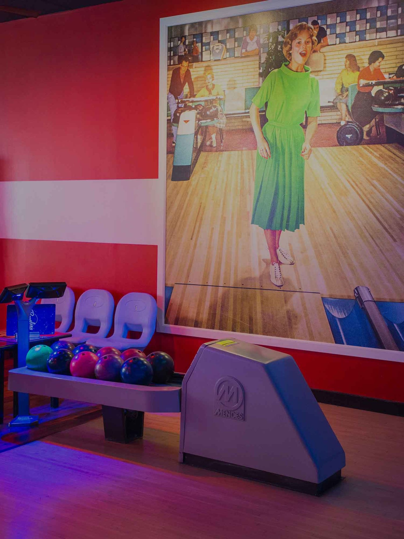 4abd2b850 Bowling Alley & Lounge Area in Queens | Bowlero