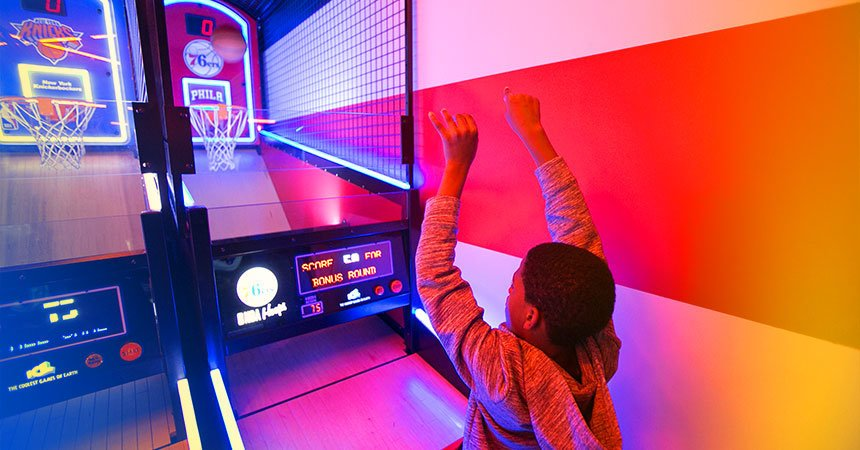boy playing at the arcade basketball game